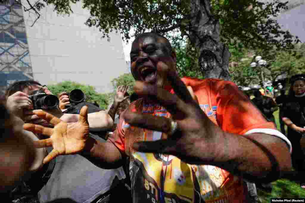 САД - Системскиот расизам против луѓе со африканско потекло е распространет во многу делови од светот, вели шефицата за човекови права на ОН Мишел Башеле во глобалниот извештај поттикнат од убиството на Џорџ Флојд од страна на полицаец во Минеаполис минатата година.
