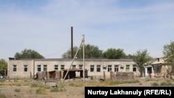 Бесхозное здание. Раньше здесь было отделение «Казахтелекома»