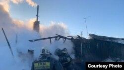 Сгоревший дом в селе Боголюбово Кызылжарского района Северо-Казахстанской области. 15 марта 2021 года.