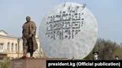 Памятник Бишкеку баатыру.