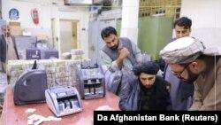 Талибы в здании Центрального банка Афганистана
