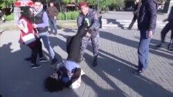 Вірменська поліція затримує активістів під час протестів у Єревані (відео)