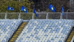 Heroinat në vend të tifozëve në stadiumin 'Fadil Vokrri'