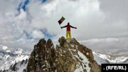 یکی از کوهنوردانی که برای نخستین بار بلندترین قله کوه های بابا را فتح کردند.