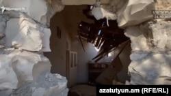 Тоғли Қорабоғда бомба тушган уйлардан бири.