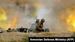 Артиллерийский залп армии обороны Нагорного Карабаха. 28 сентября 2020 года.