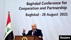 فواد حسین، وزیر خارجه عراق، حین سخنرانی در اجلاس بغداد