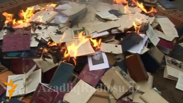 Azerbejdžan: Javno spaljivanje knjiga