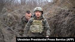 Президент Владимир Зеленский во время рабочей поездки в Донецкую область посетил передовую в зоне проведения Операции объединенных сил, 9 апреля 2021 года.