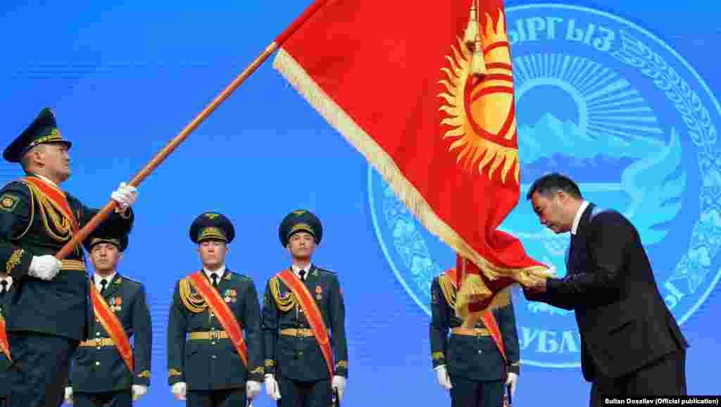 28-январда Садыр Жапаровмамлекет башчылык кызматка расмий түрдө киришти.