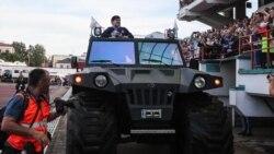 Марадона в Бресте: получил дорогой перстень и пообещал построить стадион
