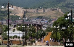 Дербент. Вид на крепость из города.