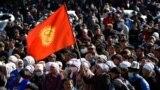 Қырғызстан президенті Сооронбай Жээнбековтің отставкасын талап еткен қарсылық акциясы. Бішкек, 14 қазан 2020 жыл.