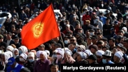 Митинг с требованием отставки Сооронбая Жээнбекова с поста президента. 14 октября 2020 года.