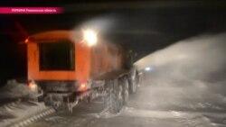 Самой младшей технике – 13-15 лет: чем приходится разгребать заносы на дорогах Украины