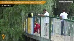 Волонтери розфарбовують місто Васильків у синьо-жовті кольори