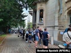 La secția de votare din Strasbourg, 11 iulie