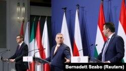 Премиерите на Унгарија и Полска, заедно со лидерот на италијанската партија Лига, Будимпешта, 01.04.2021.