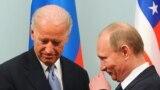 Джо Байден и Владимир Путин в 2011 году