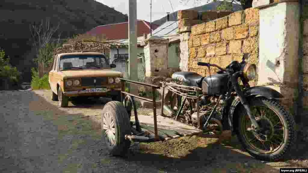 Köy sakinleriniñ dağ yollarında bozulğan naqliyat tehnikası