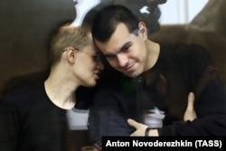 Вячеслав Крюков (слева) и Руслан Костыленков в суде, июль 2020 года