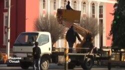 Қомат афрохтани арчаи солинавии 25 метрӣ дар Душанбе