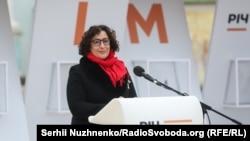 Büyük Britaniyanıñ Ukrainadaki elçisi Melinda Simmons