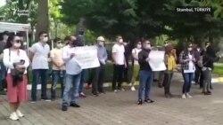 Stambuldaky türkmenler Türkmenistanyň hökümetine nägilelik bildirip protest geçirdiler