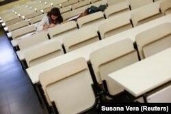 Egy francia Erasmus-hallgató a madridi Complutense Egyetemen, 2012. október 16-an.