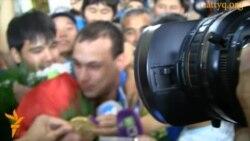 Илью Ильина встречают в Алматы