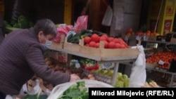 Danas za osnovne životne namirnice građani BiH moraju da izdvoje skoro 200 KM više (oko 100 eura), u odnosu na kraj 2020. (na fotografiji: pijaca u Banjoj Luci, 9. februar)
