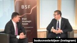 Специјалниот пратеник на ЕУ за преговори Белград-Приштина, Мирослав Лајчак и српскиот претседател Александар Вучиќ во Блед