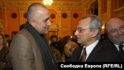 Бойко Борисов и Ахмед Доган по време на коктейл през 2005 г. ГЕРБ и ДПС не са влизали в коалиция на национално равнище
