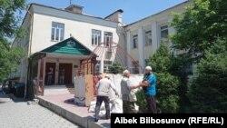 Участники акции протеста у здания муфтията. 21 мая 2021 года.