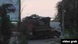 ЗРК БУК транспортируют на тягаче по оккупированному Луганску без одной ракеты