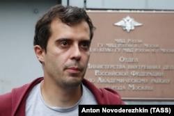 Роман Доброхотов после допроса в полиции