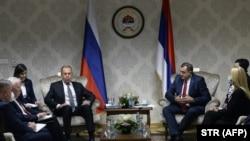 Lavrov je nakon susreta sa Dodikom u Istočnom Sarajevu (na fotografiji), na kojem nije bila okačena zastava BiH, poslao niz političkih poruka, a između ostalog je kazao da je odavno trebalo da bude zatvoren OHR