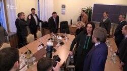 Луценко облаяв адвоката Новинського на засіданні комітету Ради (відео)