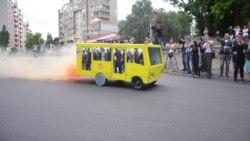 Фестиваль саморобних авто: бетмобіль, жовта маршрутка та картата сумка (відео)