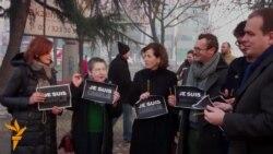 Новинари и граѓани во Скопје маршираа во чест на жртвите во Париз