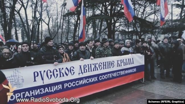 27 лютого 2014 року озброєні люди захопили парламент Криму: там провели позачергову сесію, де за зачиненими дверима звільнили главу уряду Криму й призначили так званий «референдум»