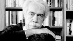 منصور اوجی در تصویری برگرفته از فصلنامه ادبی بخارا