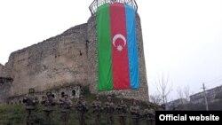Azərbaycan əsgərləri Şuşa qalası önündə, 4 dekabr 2020