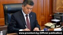 Kyrgyz President Sooronbai Jeenbekov (file photo)