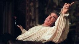 Жан-Поль Бельмондо играет в театре Мариньи в Париже, 1987 год