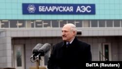 Alexandr Lukașenka ține un discurs în timpul vizitei făcute la centrala nucleară din orașul Astravets, 7 noiembrie 2020