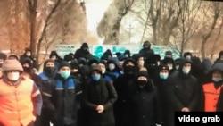 «Tranco Zhezkazgan» компаниясынын акцияга чыккан жумушчулары. Жезказган шаары, Караганды облусу. 11-декабр, 2020-жыл.