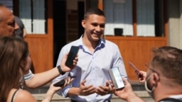 Георги Кръстев публикува във Фейсбук снимки от свое изявление пред медиите след гласуването си на 11 юли