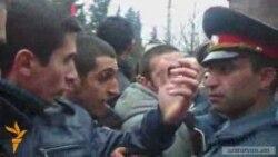 Իջեւանում ոստիկաններն արգելում էին ակցիան