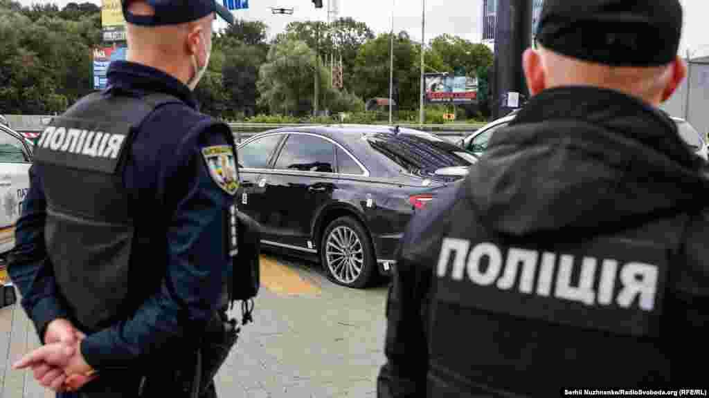 За словами голови Київської обласної прокуратури Олексія Хоменка, по автомобілю Сергія Шефіра вистрілили 18 разів